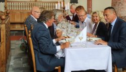 Studenten Friese Poort verzorgen achttiende-eeuws maal