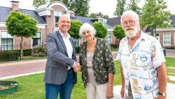 Wethouder Jouke Douwe de Vries feliciteerd namens de gemeente