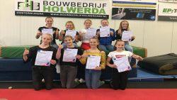 De meiden die hum trainersdiploma bij Turn- en Gymsport Dokkum hebben behaald.