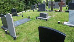Paaltjes kerkhof Wetsens op termijn verwijderd