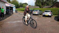 Fenny Stokkink uit Lochem wint de fiets
