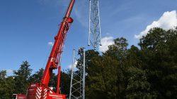 De tweede mast wordt geplaatst