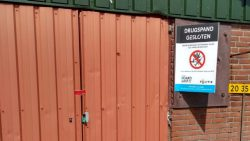 Burgemeester Hayo Apotheker sluit drugsloods in Jannum