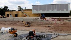 Parkeerplaats en een speelplaats Campus Kollum