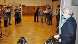 Verrassingsconcert van De Bazuin voor mevrouw Bijlstra