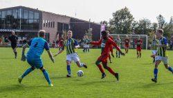 Ronaldo Jansen op de keeper af