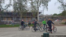 Wethouder de Vries op bezoek bij de dorpen Kollumerzwaag en Veenklooster