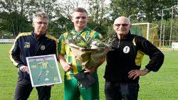 Wytse Couperus gehuldigd voor 100ste wedstrijd Harkema-Opeinde 1.