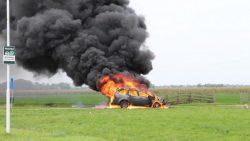 Auto vliegt al rijdend over N361 in brand
