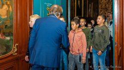 Gespannen gezichten en dan ook nog een hand krijgen van de burgemeester
