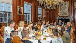 Proost en eet smakelijk. (Meer foto's op www.rtvnof.nl)