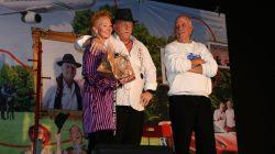 Nienke de Vries bedankt de 'dikke maten' Kijk voor meer foto's op www.rtvnof.nl.