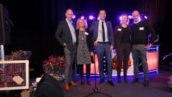 Veel belangstelling tijdens jubileumfeest en open huis timmerfabriek Kooistra van der Ploeg