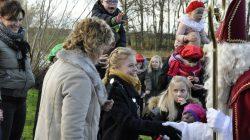 Sinterklaas komt aan in Westergeest met Pakjesboot