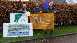 Auke Vlieger (L) met twee leden van ALS