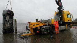 Auto na twee dagen uit Lauwersmeer getakeld