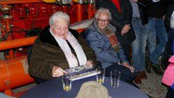 Anne Damstra-van der Wiel heeft jubileumboek in ontvangst genomen
