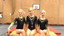 Eva, Nynke en Chantal van Turn- en Gymsport Dokkum
