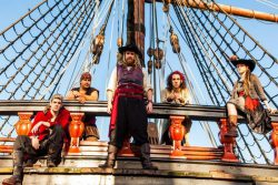 Pirate Partyfolk van Plunder in Kloosterkapel