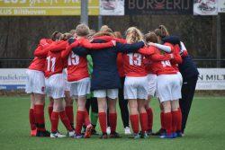 Harkemase Boys MO17-1 wint overtuigend van FC De Bilt