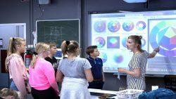 Bij OPM@@T Lauwers College Buitenpost krijgen leerlingen begeleiding in groepjes of wordt individueel aandacht aan hen besteed
