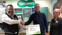Specsavers Dokkum overhandigt cheque aan Stichting Voedselbank
