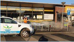 Weed Free Service uit Kollum reinigt winkelkarren van supermarkten